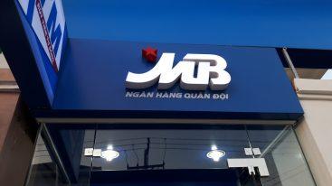 bảng hiệu ngân hàng mb
